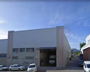 Nave industrial de 1.200 m²  con patio de 850 m²